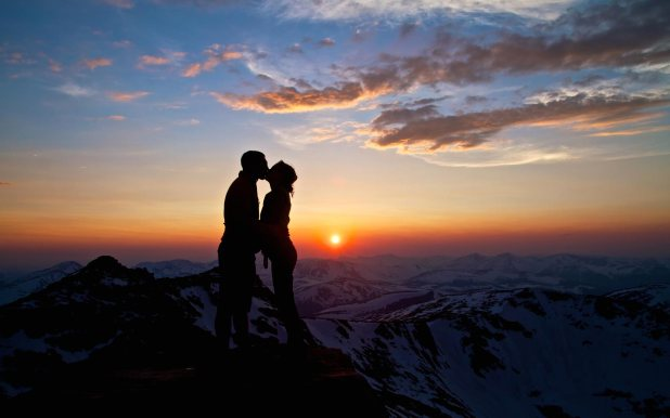 Mountain-Kiss-Love